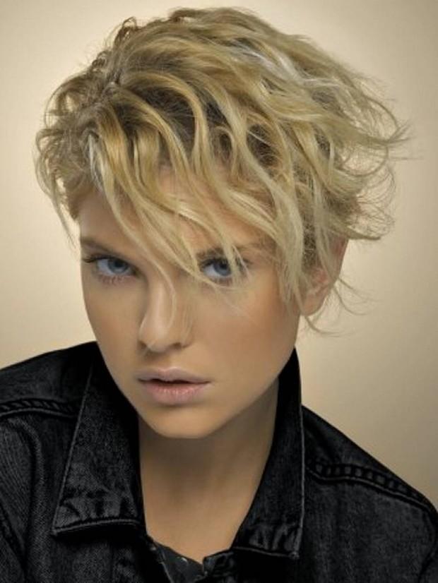 Chopped wavy hair - Trendy Short Hairstyles for 2014 via