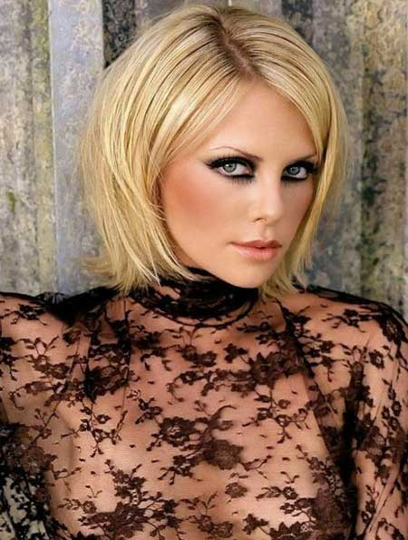 Charlize Theron's Pretty Pixie Haircut with Side-swept Bangs