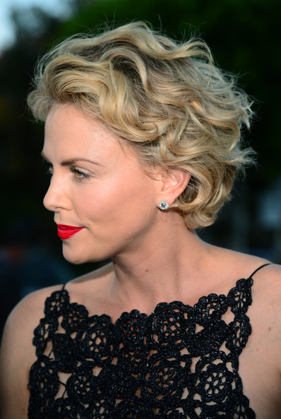 15 Classy Celebrity Short Hairstyles for Summer - Pretty Designs