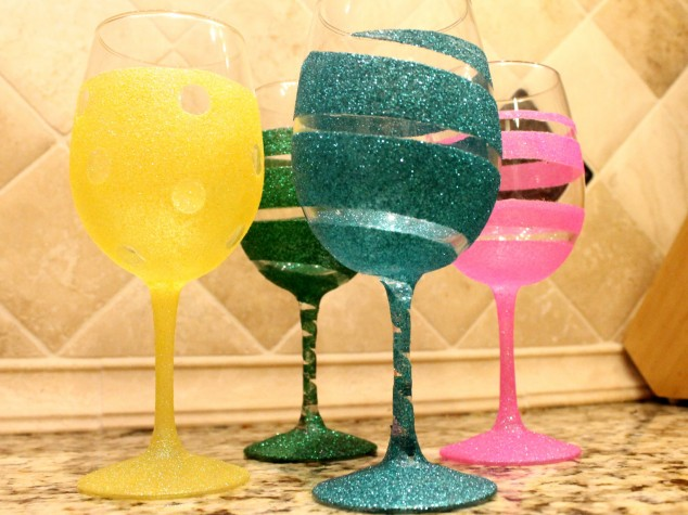Spice up wine glasses to parties diy wine glasses How to make wine glasses sparkle