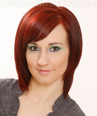 Cool Layered Bob Haircut with Side-parted Bangs