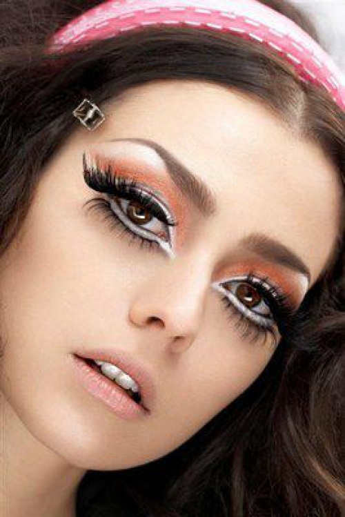 Pretty Makeup With The Eye Glitters 2052994: Want Bigger Eyes? Try The White Eyeliners At Your Bottom