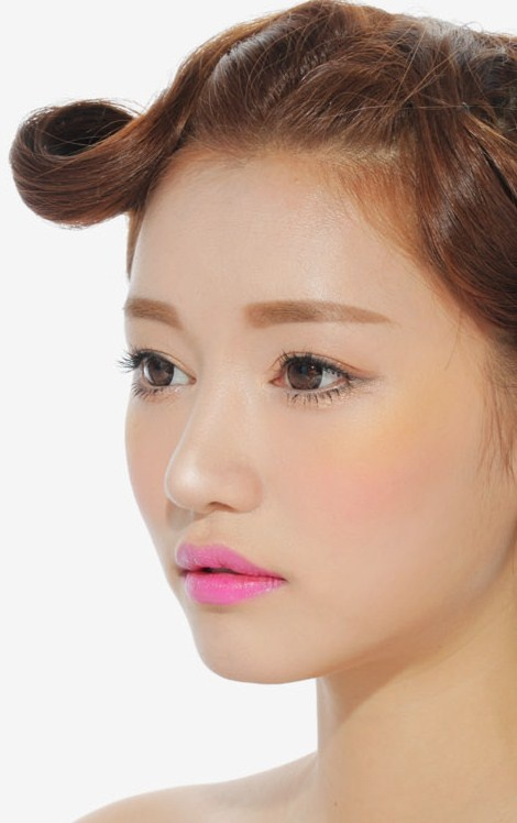Everyday Makeup Idea: Fuchsia Lips and Nude Face