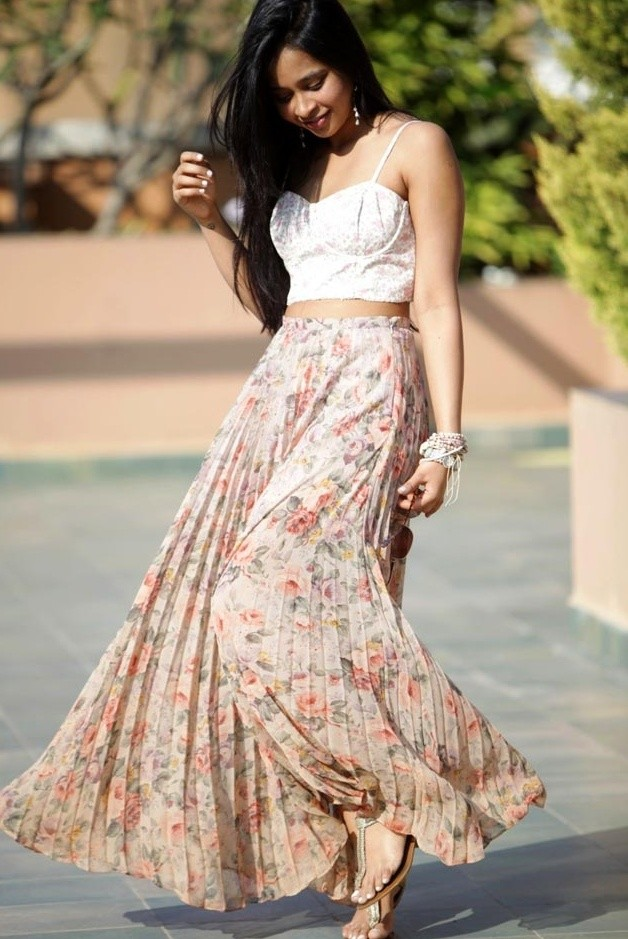 Floral Outfit Idea with Pleated Skirt