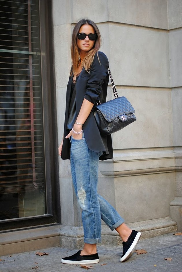 Long Blazer Outfit Idea with Slip-on Shoes