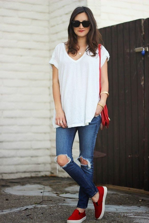 Loose White Tee Outfit Idea with Ripped Jeans
