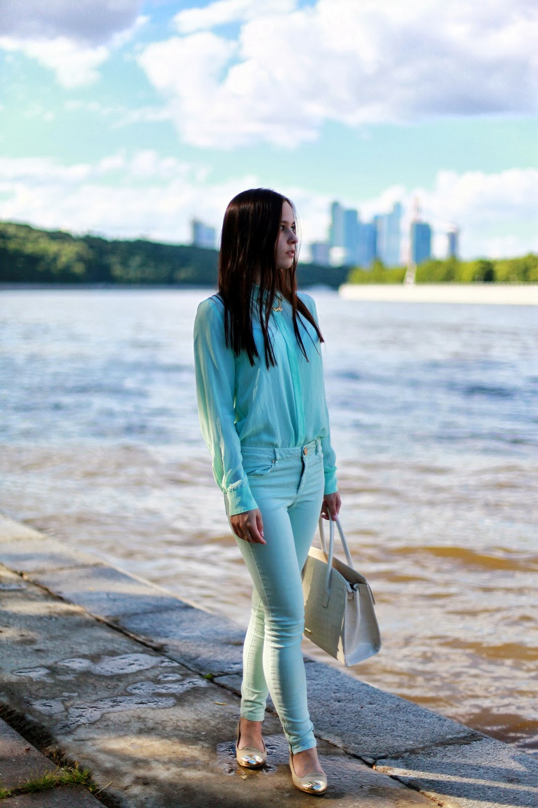MONOCHROMATIC OUTFIT IDEAS - Mint Blouse