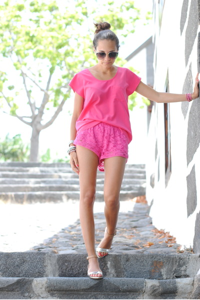 MONOCHROMATIC OUTFIT IDEAS - Pink Lacey Shorts