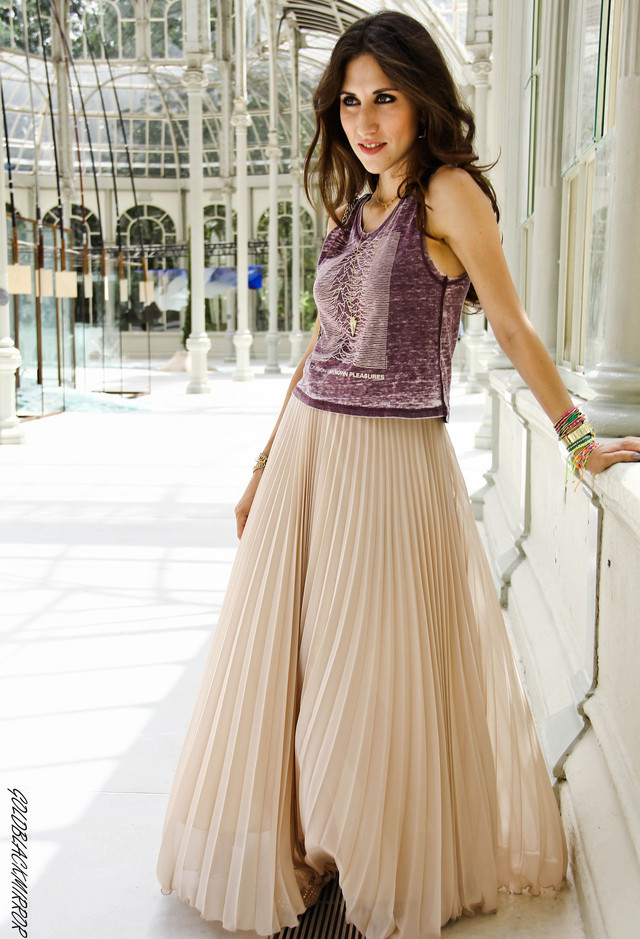 Maxi Pleated Skirt Outfit Idea
