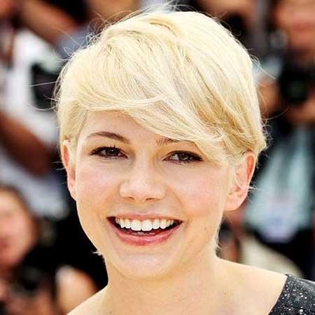 Michelle William's Cool Platinum Blonde Pixie Haircut