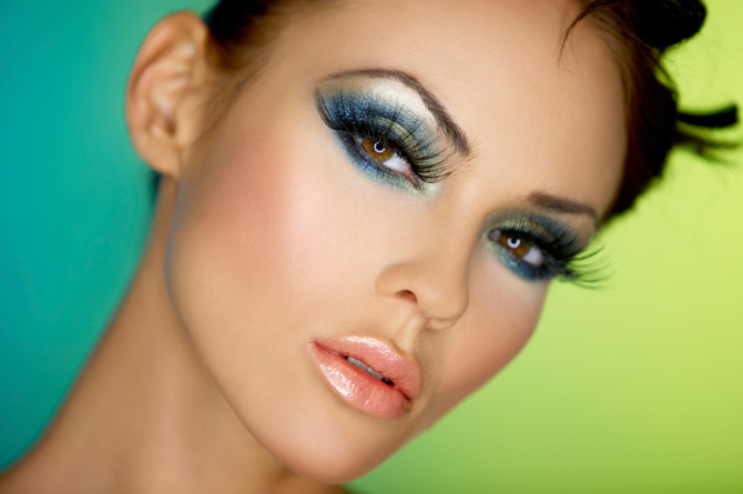 Navy Eye Makeup Idea