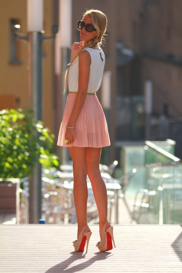 How To Wear Pleated Skirts Pretty Designs