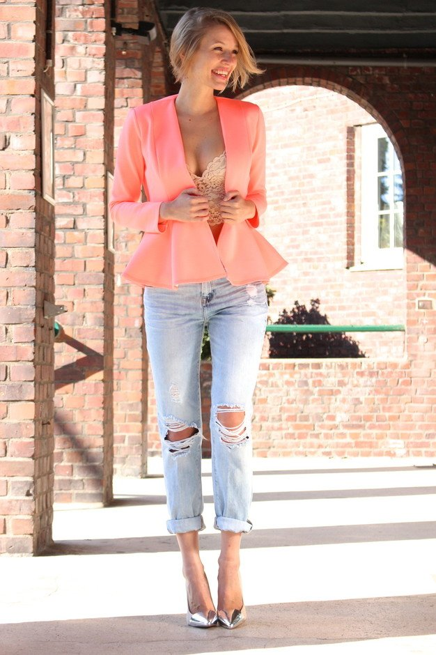 Pretty Outfit Idea with Blazer and Jeans