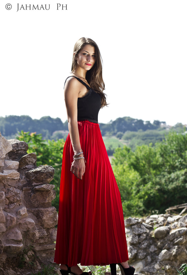 Red Maxi Pleated Skirt Outfit Idea