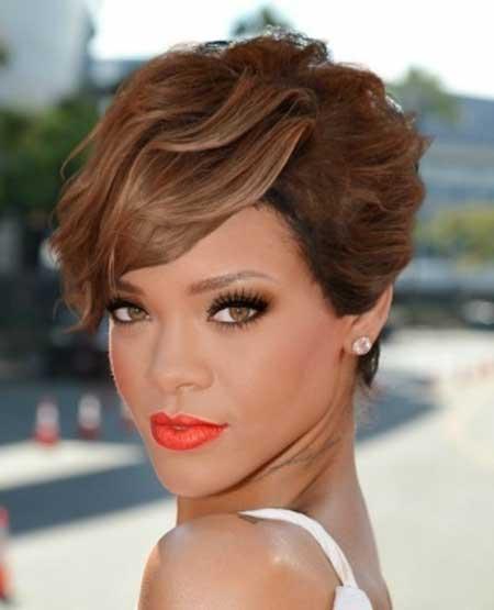 Rihanna's Awesome Pixie Haircut