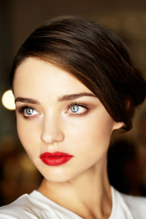 Romantic Makeup Idea with Red Lips