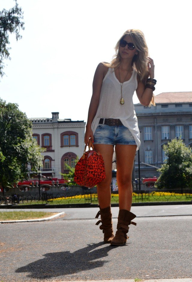 Sassy White Tee Outfit Idea with Denim Shorts