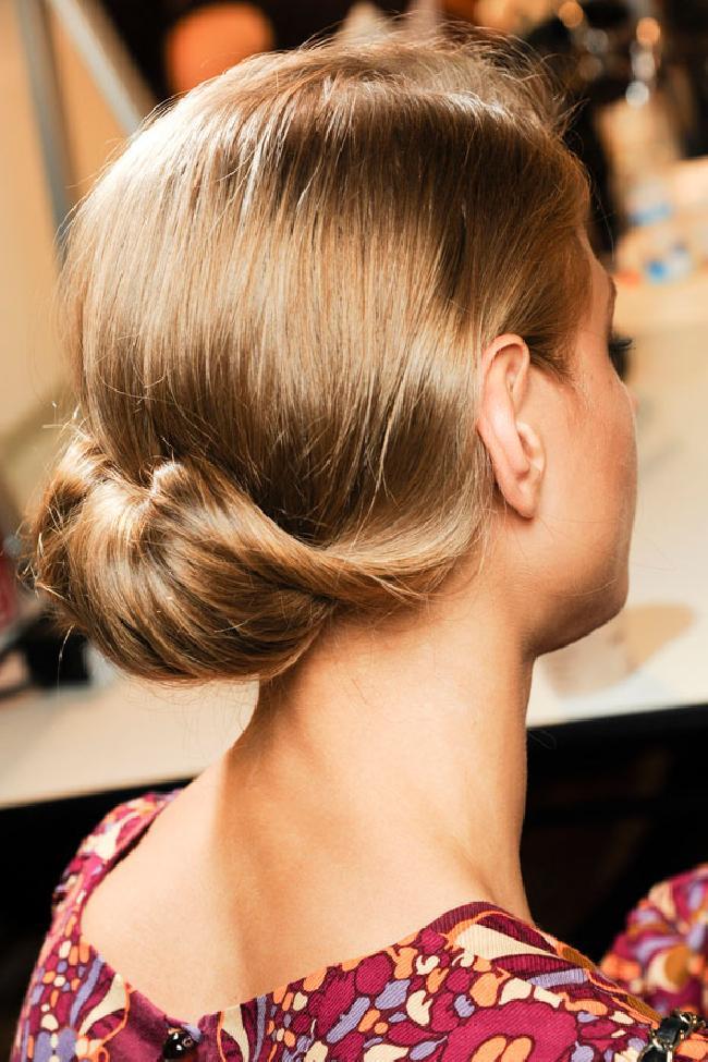 15 Pretty Low Bun Hairstyles for Summer - Pretty Designs