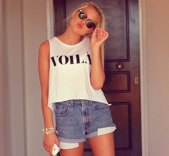 Simple Outfit Idea with Denim Shorts