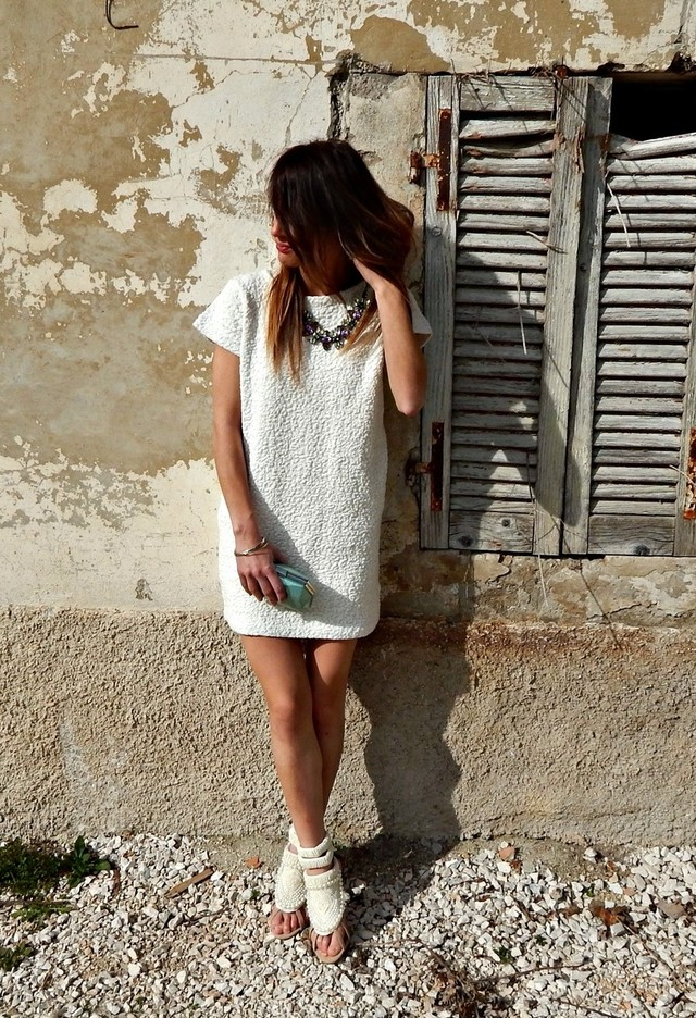 Simple and Sassy White Dress Outfit Idea