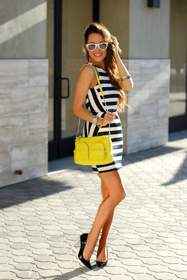 Street Style Ideas With Stripes - Striped Dress  sc 1 st  Pretty Designs & 17 Stylish Striped Styles for Spring - Spring Outfit Ideas - Pretty ...