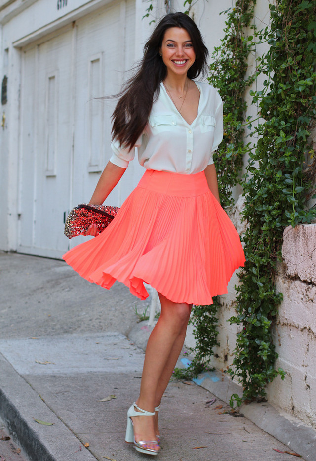9363e70b274cd How to Wear Pleated Skirts - Pretty Designs