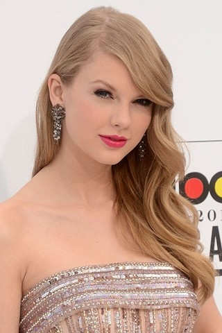 Taylor Swift Side-swept Curls