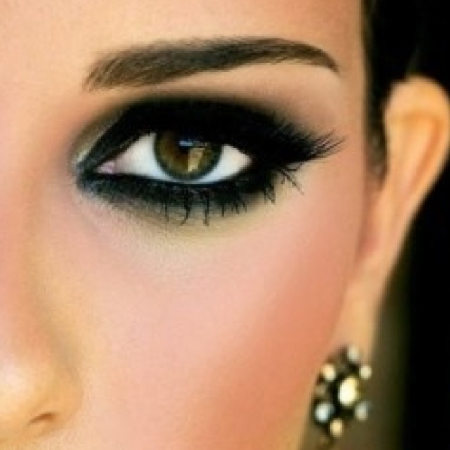 Trendy Black Eye Makeup Idea