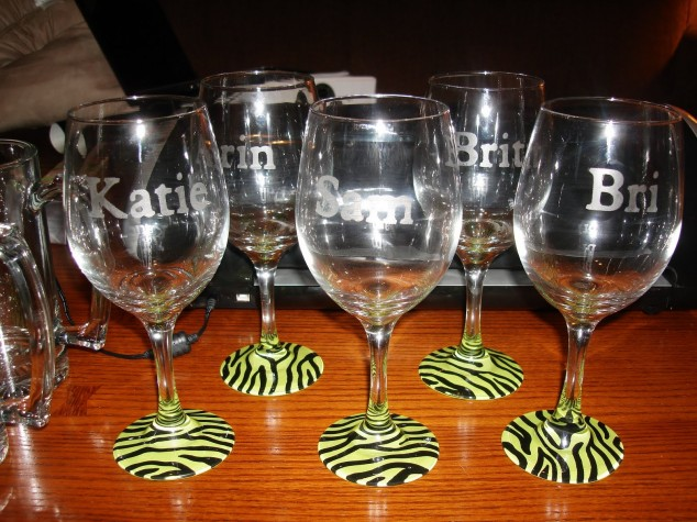 Spice up wine glasses to parties diy wine glasses for Diy painted wine glasses