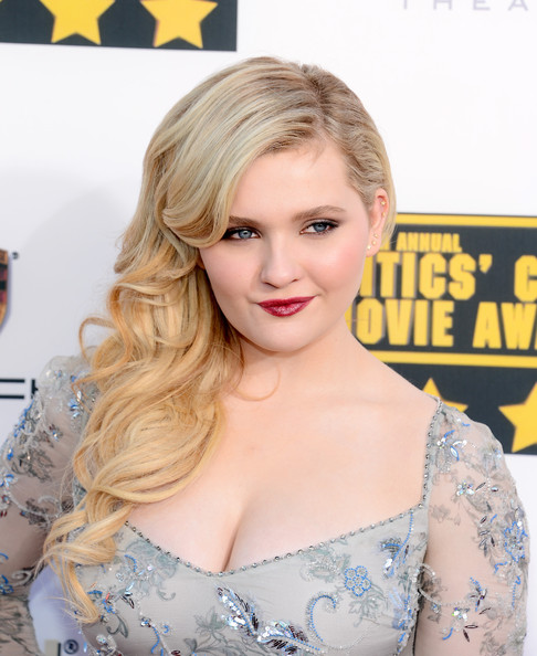 Abigail Breslin Side-swept Hairstyle