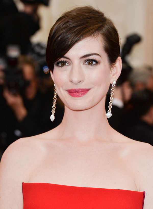Anne Hathaway Black Short Hair