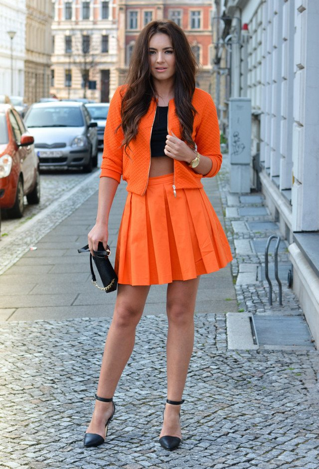 Chic Orange Outfit Idea for Spring