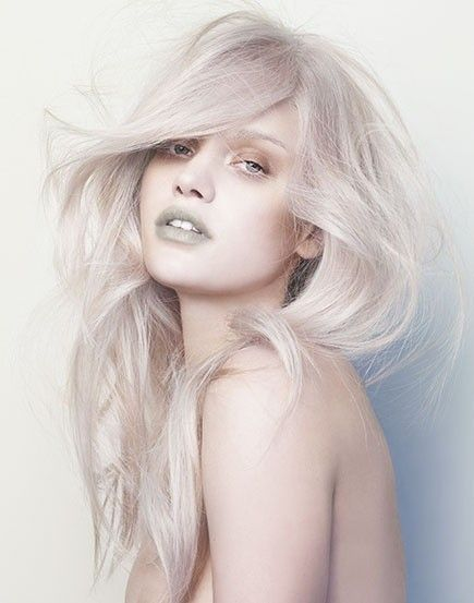 pool party hairstyles : 15 Super Cool Platinum Blonde Hairstyles to Try - Pretty Designs
