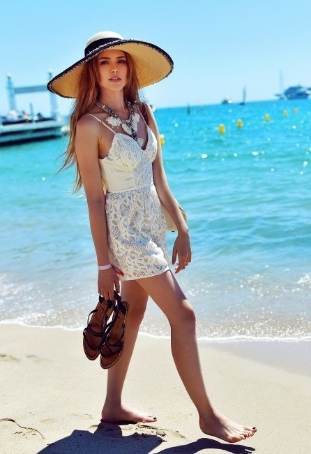 Chic Summer Look with a Hat
