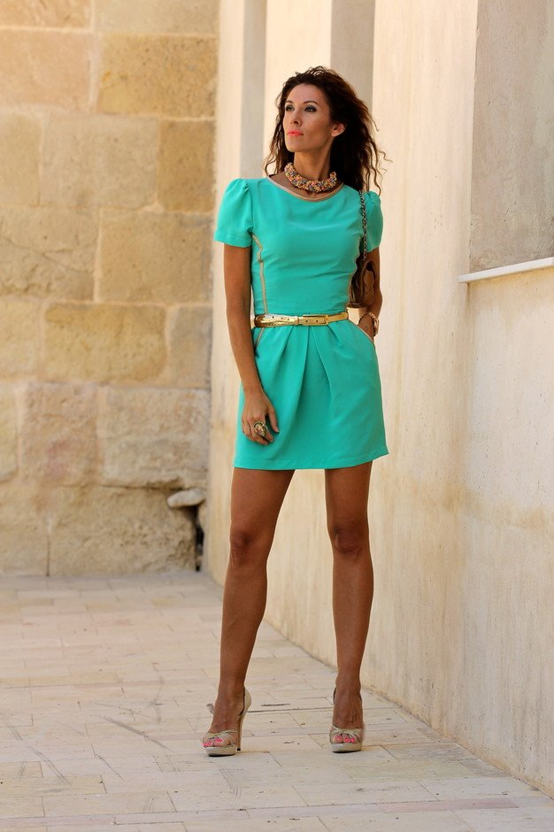 Elegant Green Dress Outfit for Summer