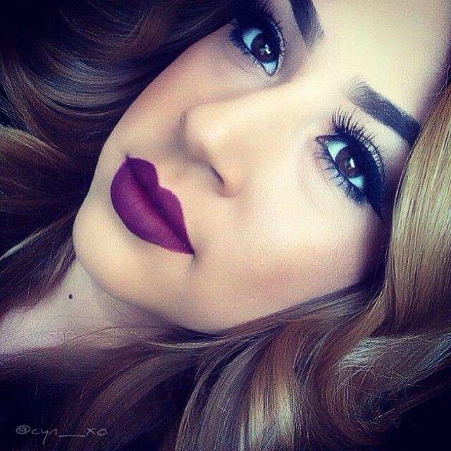 Faddish Violet Makeup Idea