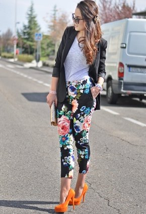 Floral Outfit Idea with Colored Pumps