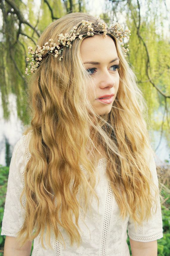Flower Crown for a Pretty Holiday Look