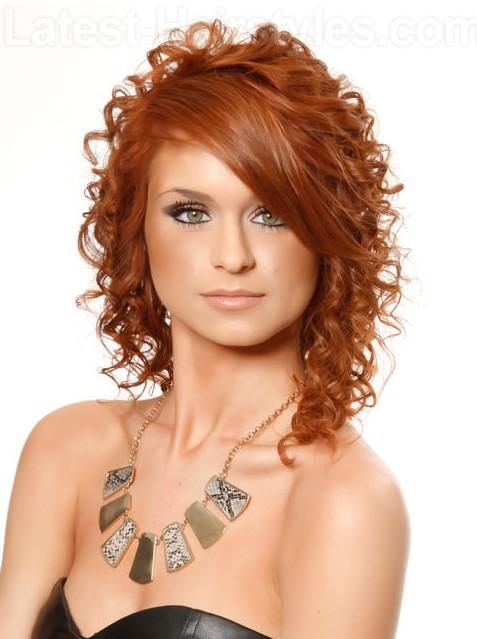 15 fascinerende krullende kapsels voor alle haarkleuren