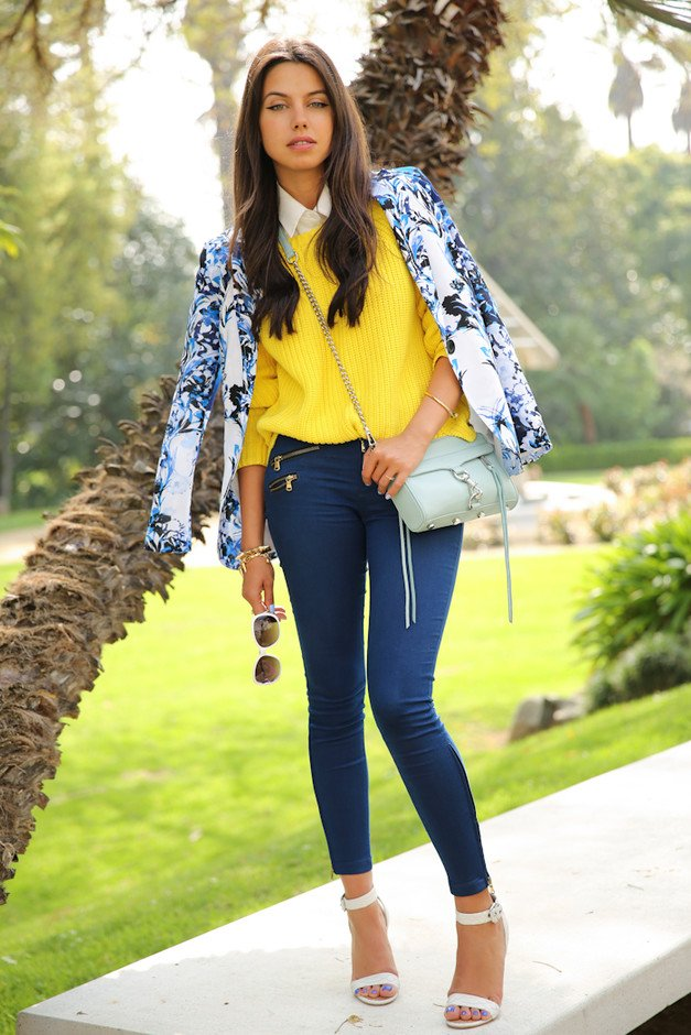 Jeans Outfit Idea with Ankle Strap Shoes