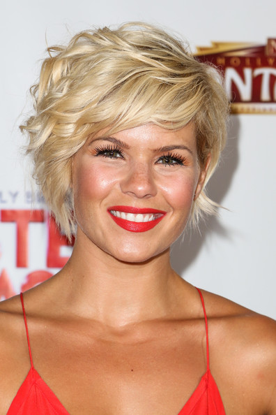 Kimberly Caldwell Short Wavy Haircut
