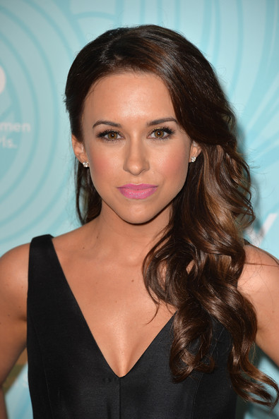 Lacey Chabert Side-swept Hairstyle