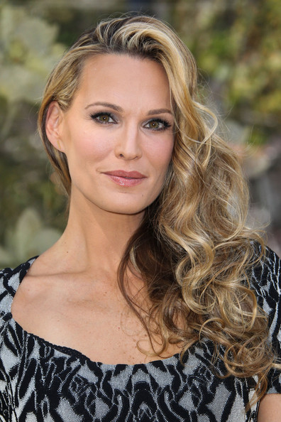 Molly Sims Side-swept Hairstyle