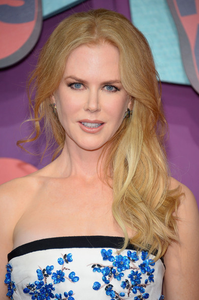 Nicole Kidman Side-swept Hairstyle