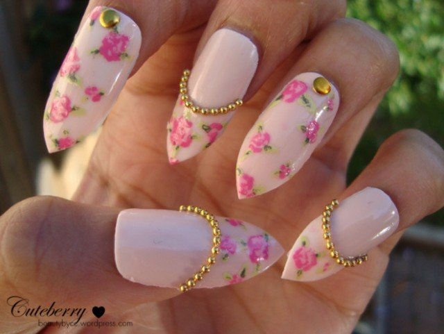 20 Beautiful Floral Nail Designs With Vintage Glamour - Pretty Designs