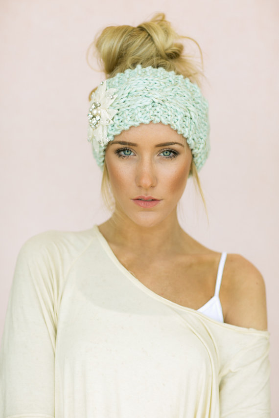 Pretty Updo Hairstyle with Knitted Headband