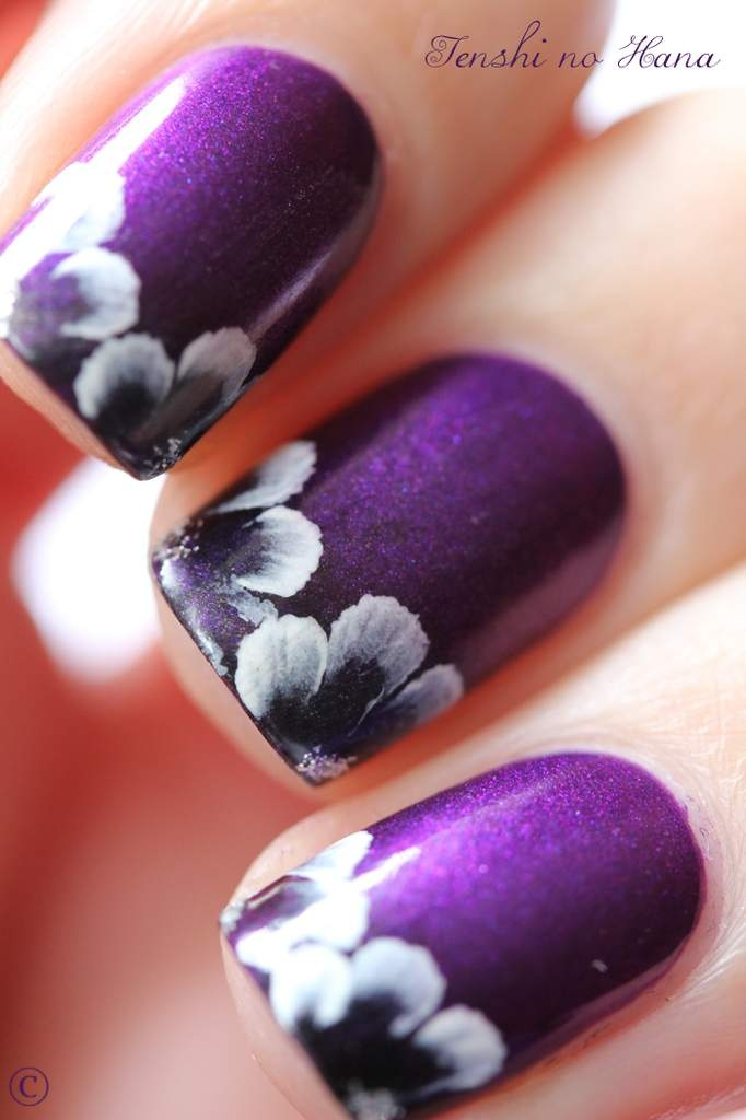 Stylish Nails To Pair Your Black And White Outfit