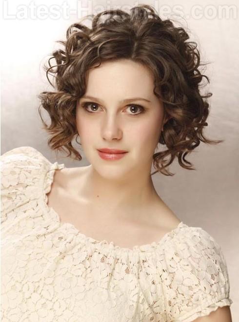 10 glamoureuze krullende kapsels voor gemiddeld haar