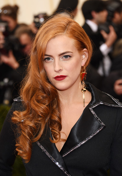 Riley Keough Side-swept Hairstyle