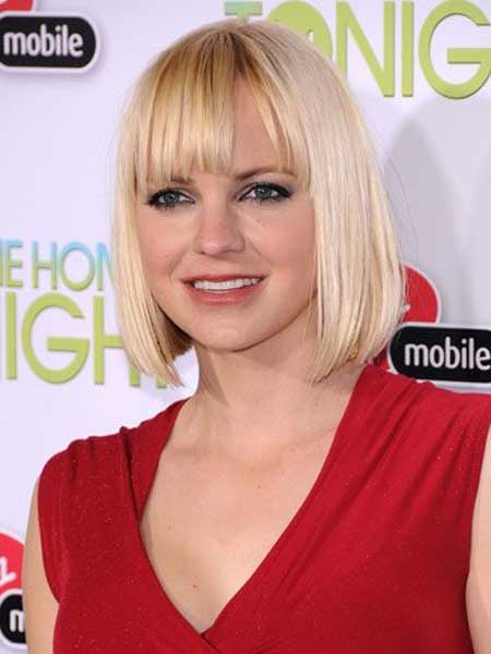 Short Straight Hairstyle for Blonde Hair